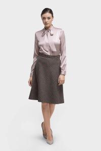 2051 Roze zakelijk klassiek vrouwelijke maatblouse met strik, gemaakt van zijde met stretch