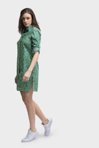4010 Kort zomers blouse jurkje gemaakt van katoen met groene print. Met mouwophouder, punt kraag en zijsplit