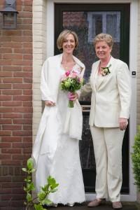 Dames trouwkostuum gemaakt voor Marion. Bijpassend aan trouwjurk in offwhite met gilet