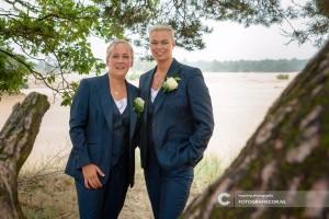 Dames trouwpakken gemaakt voor huwelijk Carrolyn en Gea. Gemaakt van zacht glanzende wol
