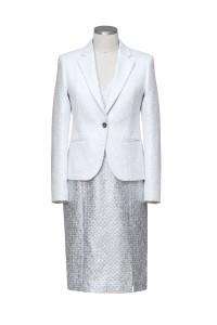 Jurk en colbert gemaakt van Chanel stof in wit met zilver