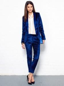 Vrouwelijke stoere smoking gemaakt van blauwe veloers - fluweel