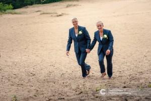 Vrouwelijke trouwkostuums gemaakt voor Gea en Carrolyn met bijpassend gilet