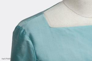 klassiek op maat gemaakt jurkje van Dupont zijde met bateau hals